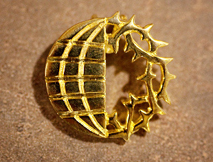 Gold-Plated Sterling Globe/Wreath Pin